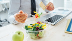 Pasto in smart working, complicato e poco vario per uno su due (ANSA)