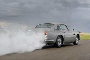 Aston Martin DB5, rivive mito James Bond (ANSA)
